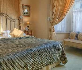 Victorian Bedroom Design by Algedra