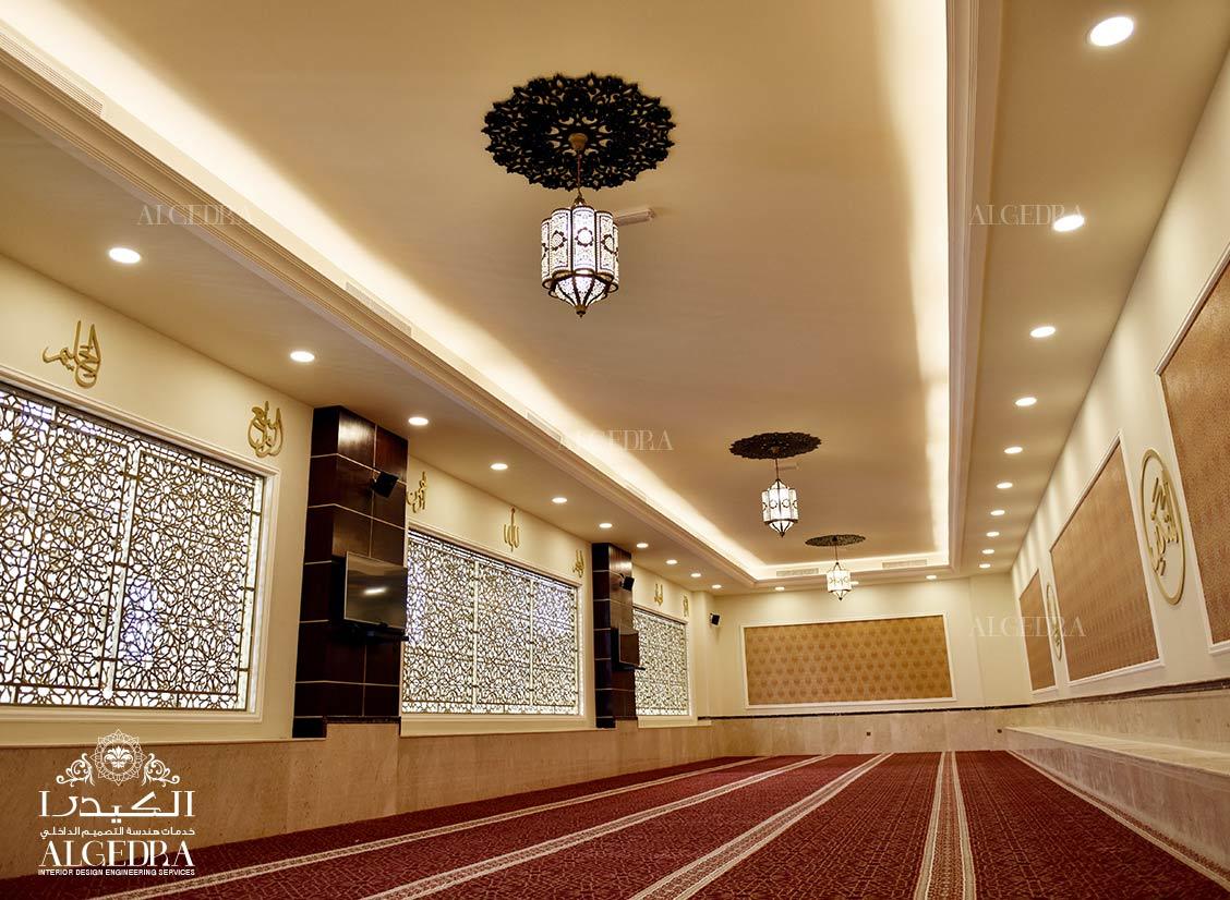 الكيدرا تضع اللمسات الأخيرة لديكور مسجد خليل الرحمن